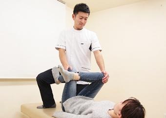 産後骨盤矯正の施術方法1