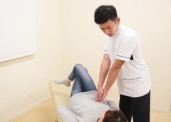 産後骨盤矯正の施術方法2